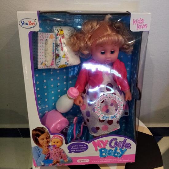 Image de poupée avec accessoires