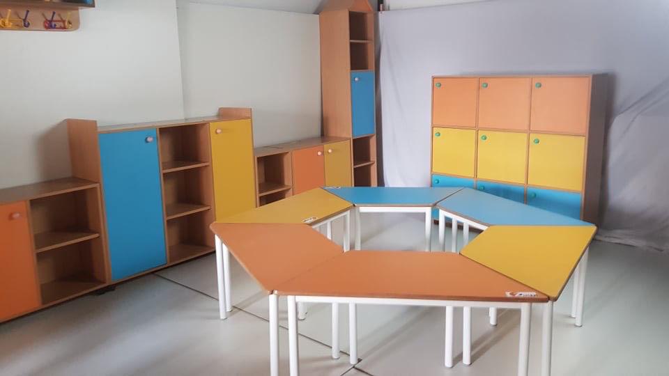 Image de TABLE MATERNELLE TRAPEZE L:120;P:60;H:52cm